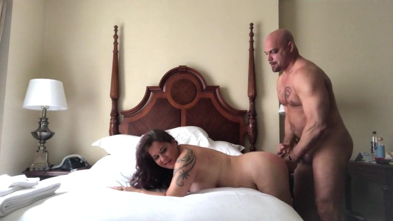 Parejas Porno Amater pareja amateur gorda hace sexo en la cama en cuarentena